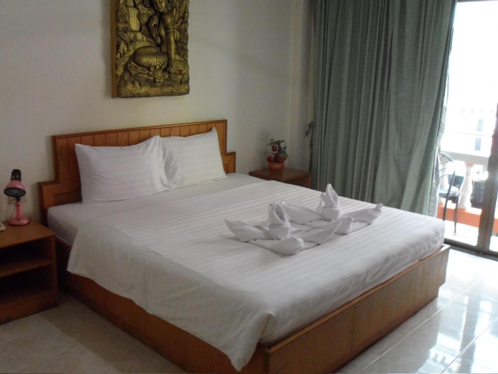 坐落于芭东海滩的中心地带,安特曼海宾馆是游览普吉岛的最佳下榻酒