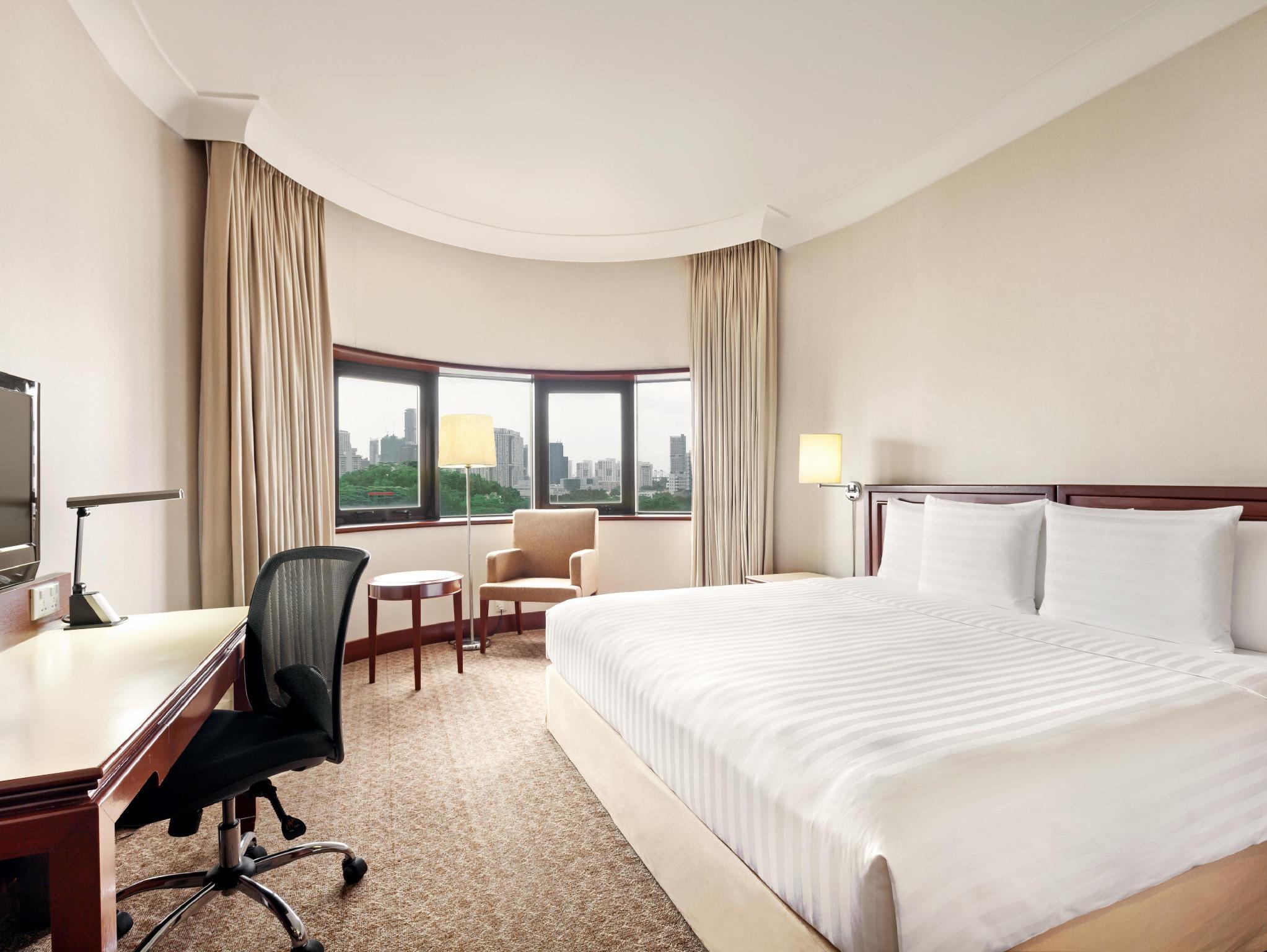 Holiday Inn Singapore Atrium   4-star hotel near the CBD