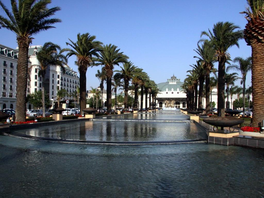 Best price on peermont metcourt at emperors palace for Hotels all over the world