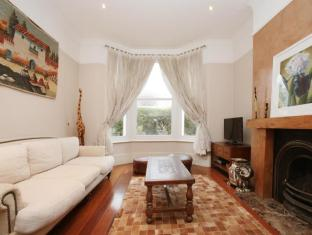 Veeve  5 Bed House Temperley Road Balham