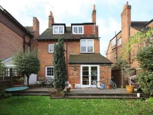Veeve  Bright Family Home With A Garden Queen Anne S Grove Chiswick
