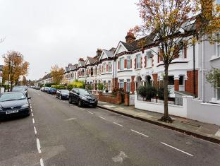 Veeve  Colourful 2 Bed Family Flat Larkhall Rise Clapham
