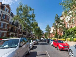 Veeve  2 Bed 1 Bath Flat Honeybourne Road West Hampstead
