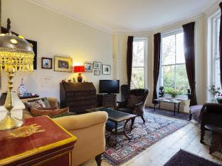 Veeve  2 Bed 2 Bath Garden Flat Stanley Crescent Notting Hill