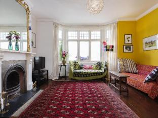 Veeve  4 Bed Family Home On Downton Avenue South London