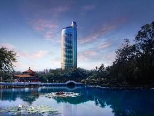 Shangri-La's Far Eastern Plaza Hotel