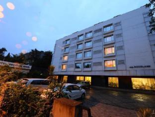 Hotel Woodland