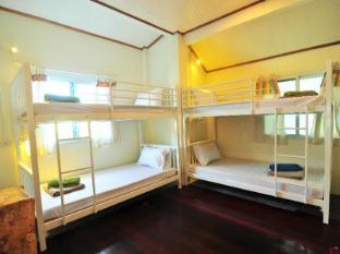 /ja-jp/october-hostel/hotel/koh-phi-phi-th.html?asq=jGXBHFvRg5Z51Emf%2fbXG4w%3d%3d
