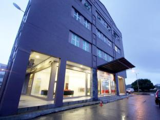 /lv-lv/place2stay-business-hotel-waterfront/hotel/kuching-my.html?asq=jGXBHFvRg5Z51Emf%2fbXG4w%3d%3d