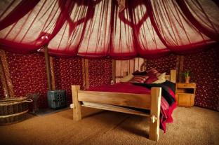/ca-es/plush-tents-glamping/hotel/chichester-gb.html?asq=jGXBHFvRg5Z51Emf%2fbXG4w%3d%3d