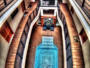 Janus Luxury Suites
