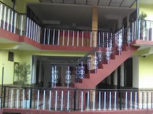 /ca-es/chhaya-niwas-punjabi-dhawa/hotel/dharamshala-in.html?asq=jGXBHFvRg5Z51Emf%2fbXG4w%3d%3d
