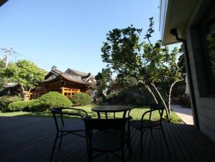 Bonum 1957 Hanok Stay and Hotel