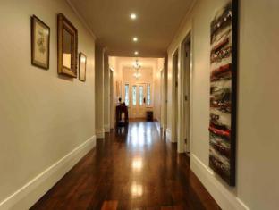 Spacious villa in central Auckland