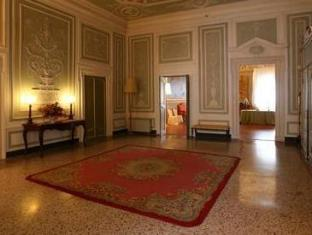 /en-sg/palazzo-tucci-residenza-d-epoca/hotel/lucca-it.html?asq=jGXBHFvRg5Z51Emf%2fbXG4w%3d%3d