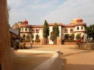 /de-de/hammeer-garhi-heritage-resort/hotel/khajuraho-in.html?asq=jGXBHFvRg5Z51Emf%2fbXG4w%3d%3d