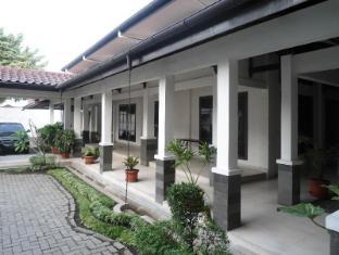 Avros Guest House