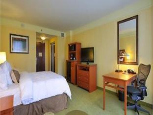 /ca-es/hilton-garden-inn-montreal-centre-ville/hotel/montreal-qc-ca.html?asq=jGXBHFvRg5Z51Emf%2fbXG4w%3d%3d