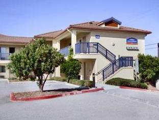 /da-dk/howard-johnson-marina-at-monterey-bay/hotel/marina-ca-us.html?asq=jGXBHFvRg5Z51Emf%2fbXG4w%3d%3d