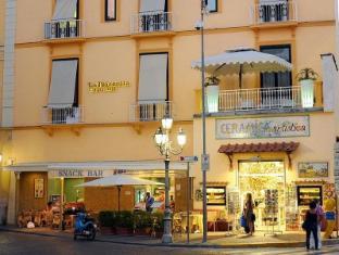 /it-it/la-piazzetta-guest-house/hotel/sorrento-it.html?asq=jGXBHFvRg5Z51Emf%2fbXG4w%3d%3d