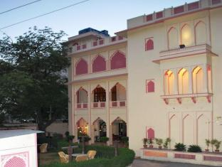 /ca-es/hotel-h-r-palace/hotel/jaipur-in.html?asq=jGXBHFvRg5Z51Emf%2fbXG4w%3d%3d
