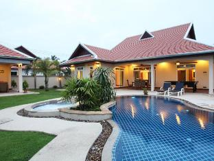 The Chase & Foxlea Executive Pool Villas