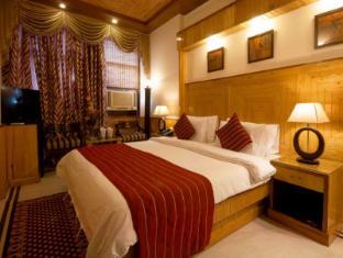 Wood Castle Hotel