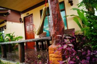 /id-id/sonya-guesthouse-and-bungalows/hotel/koh-lanta-th.html?asq=jGXBHFvRg5Z51Emf%2fbXG4w%3d%3d
