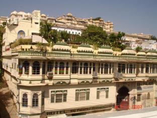 /de-de/hotel-raj-palace-udaipur/hotel/udaipur-in.html?asq=jGXBHFvRg5Z51Emf%2fbXG4w%3d%3d