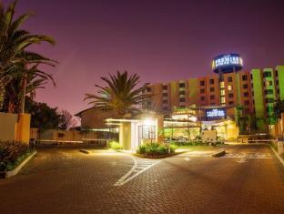 /cs-cz/premier-hotel-o-r-tambo/hotel/johannesburg-za.html?asq=jGXBHFvRg5Z51Emf%2fbXG4w%3d%3d