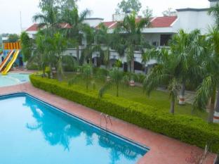 /cs-cz/charans-club-resorts-pvt-ltd/hotel/lucknow-in.html?asq=jGXBHFvRg5Z51Emf%2fbXG4w%3d%3d