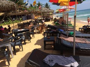 /ar-ae/main-reef-surf-hotel/hotel/hikkaduwa-lk.html?asq=jGXBHFvRg5Z51Emf%2fbXG4w%3d%3d