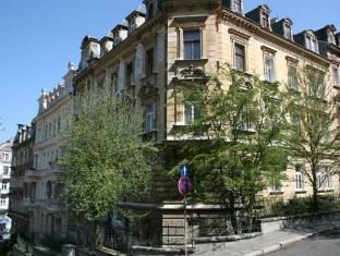 /ca-es/apartmany-u-trznice/hotel/karlovy-vary-cz.html?asq=jGXBHFvRg5Z51Emf%2fbXG4w%3d%3d