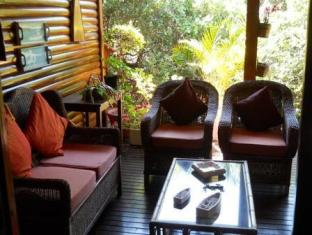 /ar-ae/aston-woods-bed-and-breakfast/hotel/jeffreys-bay-za.html?asq=jGXBHFvRg5Z51Emf%2fbXG4w%3d%3d
