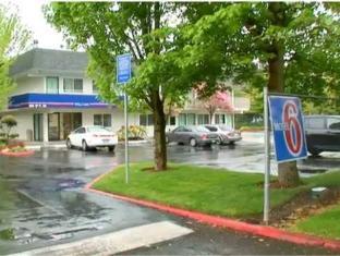 /ca-es/motel-6-seattle-east-issaquah/hotel/issaquah-wa-us.html?asq=jGXBHFvRg5Z51Emf%2fbXG4w%3d%3d