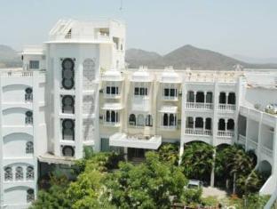 /de-de/hotel-hill-top-palace/hotel/udaipur-in.html?asq=jGXBHFvRg5Z51Emf%2fbXG4w%3d%3d