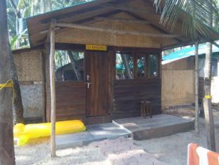 Cafe Del Mar Beach Bungalows