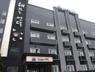 /de-de/sunrise-hill-tourist-hotel/hotel/gunsan-si-kr.html?asq=jGXBHFvRg5Z51Emf%2fbXG4w%3d%3d