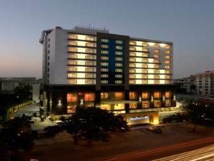 /de-de/radisson-blu-hotel-ahmedabad/hotel/ahmedabad-in.html?asq=jGXBHFvRg5Z51Emf%2fbXG4w%3d%3d