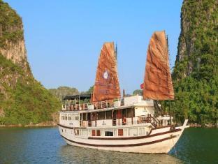 Garden Bay Luxury Cruise