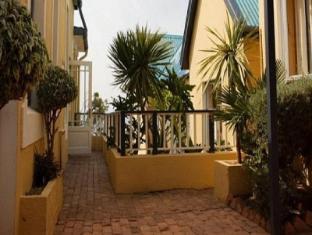 /sl-si/boulders-beach-lodge-and-restaurant/hotel/cape-town-za.html?asq=jGXBHFvRg5Z51Emf%2fbXG4w%3d%3d