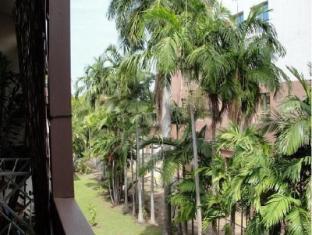 Pips Esplanade Hideaway Apartments