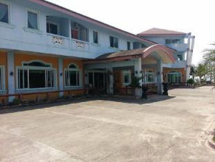 /ca-es/north-shores-inn/hotel/currimao-ph.html?asq=jGXBHFvRg5Z51Emf%2fbXG4w%3d%3d