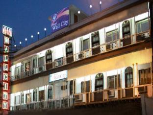 Hotel Wall City