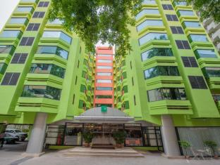 The Seasons Bangkok Huamark Hotel