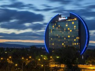 /pt-pt/radisson-blu-hotel-frankfurt/hotel/frankfurt-am-main-de.html?asq=jGXBHFvRg5Z51Emf%2fbXG4w%3d%3d