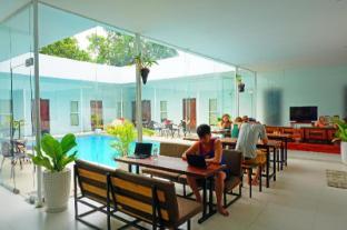 /pt-pt/one-stop-hostel-sihanoukville/hotel/sihanoukville-kh.html?asq=jGXBHFvRg5Z51Emf%2fbXG4w%3d%3d