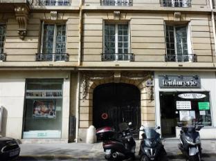 Apartment Chazelles Paris