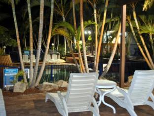 Club Surfers Hotel