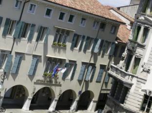 /es-es/astoria-hotel-italia/hotel/udine-it.html?asq=jGXBHFvRg5Z51Emf%2fbXG4w%3d%3d